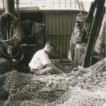 Andr� Van Torre met net aan boord van de Z.402 Atlantis (Bouwjaar 1963), author: Onbekend