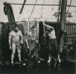 Spelen aan boord van de Z.402 Atlantis (Bouwjaar 1963), author: Onbekend