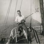 André Van Torre met geweer aan boord van de Z.402 Atlantis (Bouwjaar 1963)