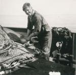 Visser aan boord van de Z.402 Atlantis (Bouwjaar 1963), author: Onbekend