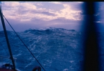 Schip op wilde zee