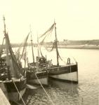 N.707 Alexander (bouwjaar 1909), N.706 en onbekend schip in de haven
