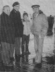 van rechts naar links : vismijndirecteur gérard Hovaere, kleinzoon Jef Verbanck Peter, Jef Verbanck, Jef Rabaey, baas Nieuwpoortse IJsfabriek