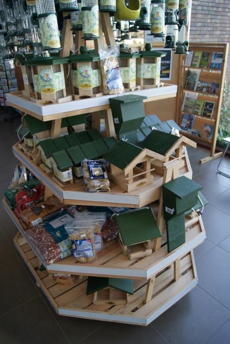 Wintervoeding + voederhuisjes volop beschikbaar!