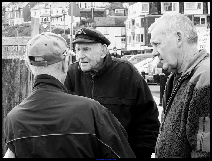 Chatting old men