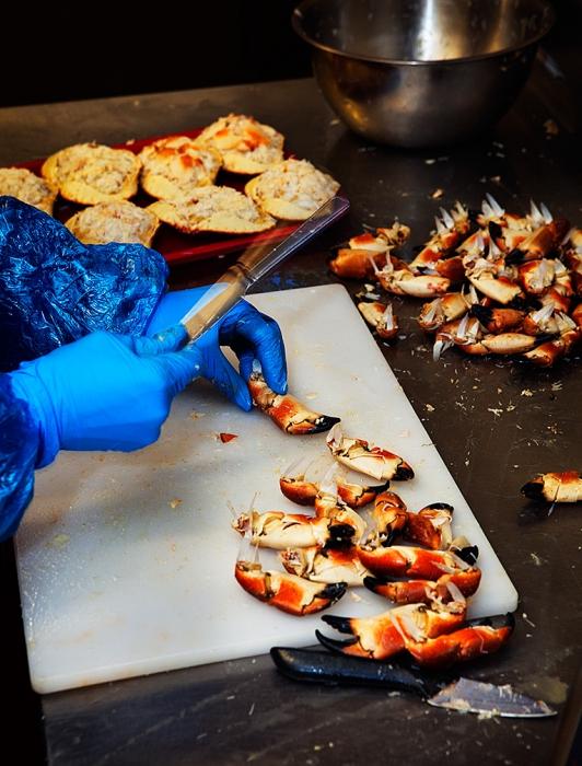 Processing crabs