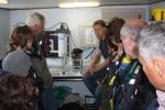 Bestuur Vereniging leraars Wetenschappen (VELEWE) mee op tocht met de Zeeleeuw voor een educatieve tocht (23.08.2010): experiment om stromingen aan te tonen. [cruise info]